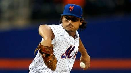 Jason Vargas of the Mets pitches during the