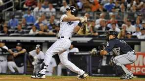 Mark Teixeira hits a two-run home run in