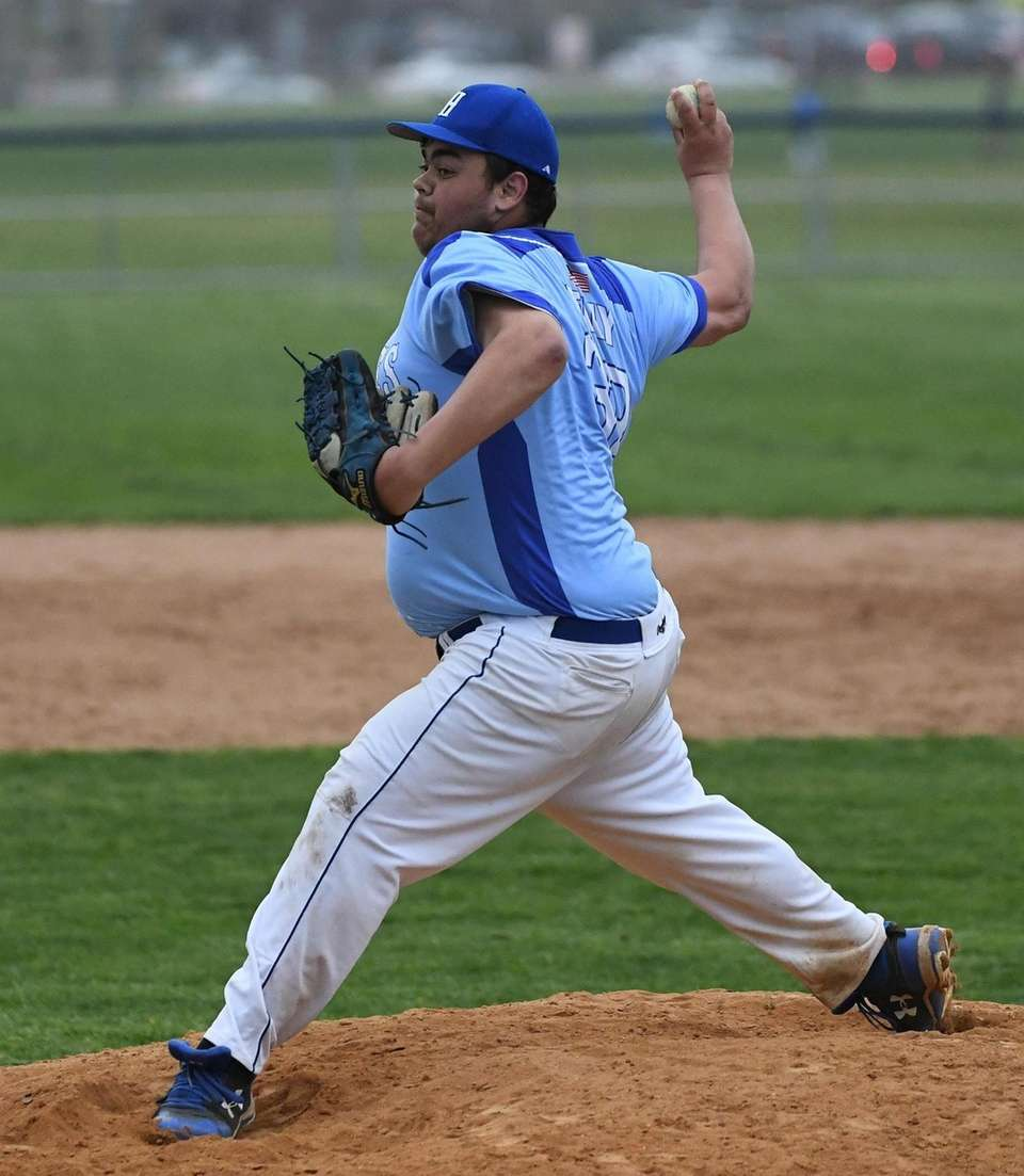 Hauppauge relief pitcher Pat Kelly delivers a pitch