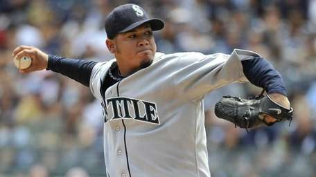 Mariners starting pitcher Felix Hernandez throws against the