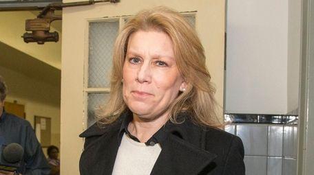 Then-Muttontown Mayor Julianne Beckerman leaves Nassau County Courthouse