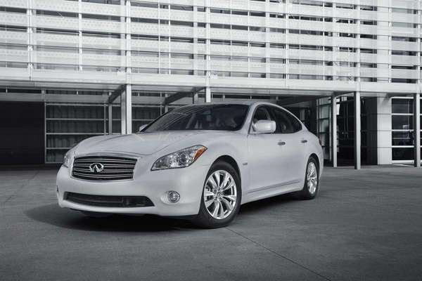 Starting at $54,595, the 2012 Infiniti M Hybrid