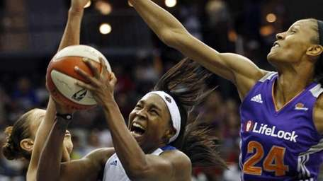 New York Liberty's Cappie Pondexter (23) takes a