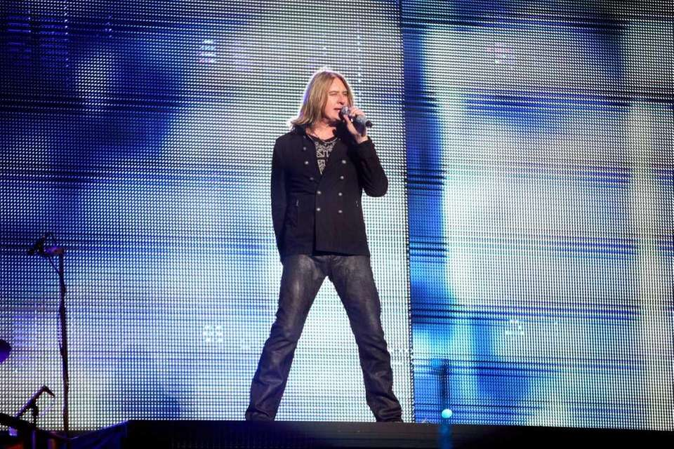 Joe Elliott of British heavy metal band Def