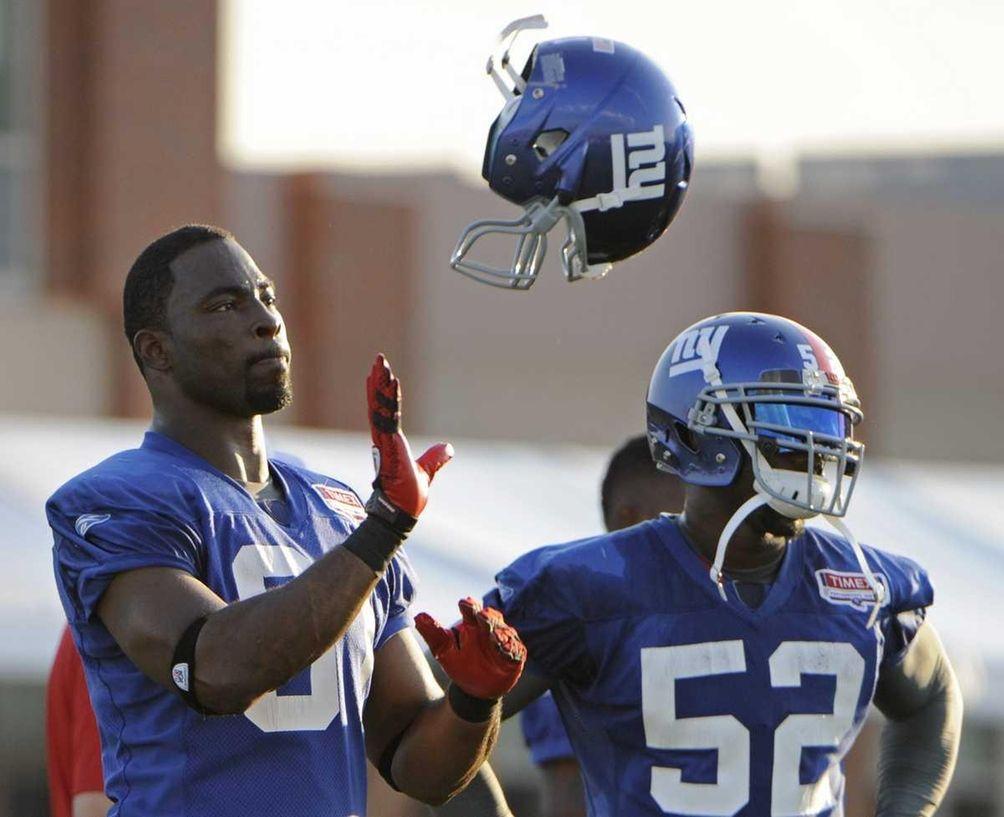 New York Giants defensive end Justin Tuck, left,