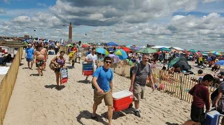 Spectators at Jones Beach State Park for the