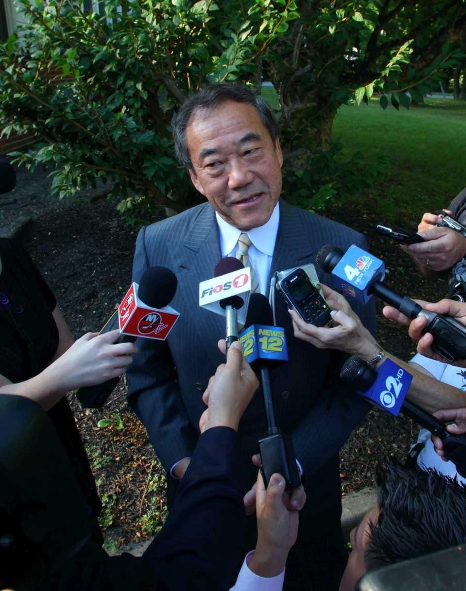 New York Islanders owner Charles Wang speaks to