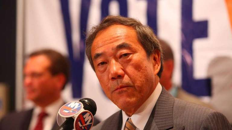 New York Islanders owner Charles Wang, with county
