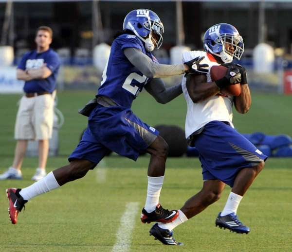 New York Giants wide receiver Jerrel Jernigan, right,