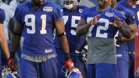 New York Giants' Osi Umenyiora (72) talks with