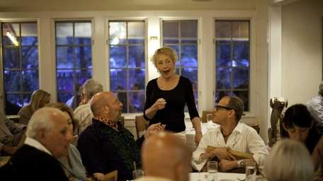Bonnie Munshin speaks with customers during dinner Saturday
