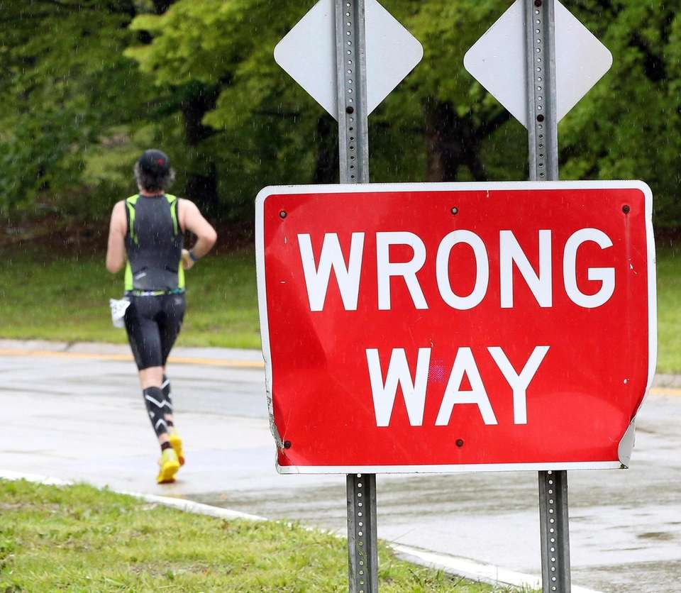 Runners enter Wantagh Highway near Sunrise Highway in