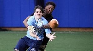 Unindale High School defensive back Jyaire Hatcher blocks