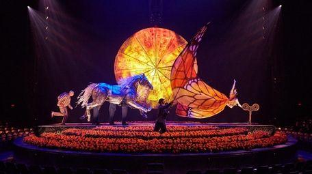 "Running Woman in the Cirque du Soleil ""Luzia"""