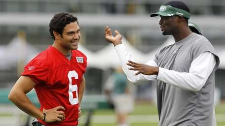 New York Jets quarterback Mark Sanchez, left, talks