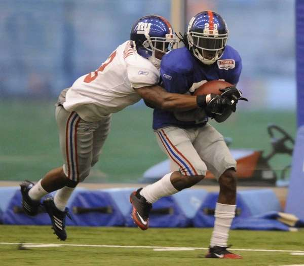 New York Giants defensive back Brian Witherspoon, right,