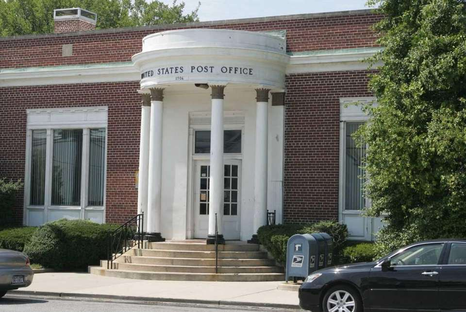 The Bay Shore Post Office is located at