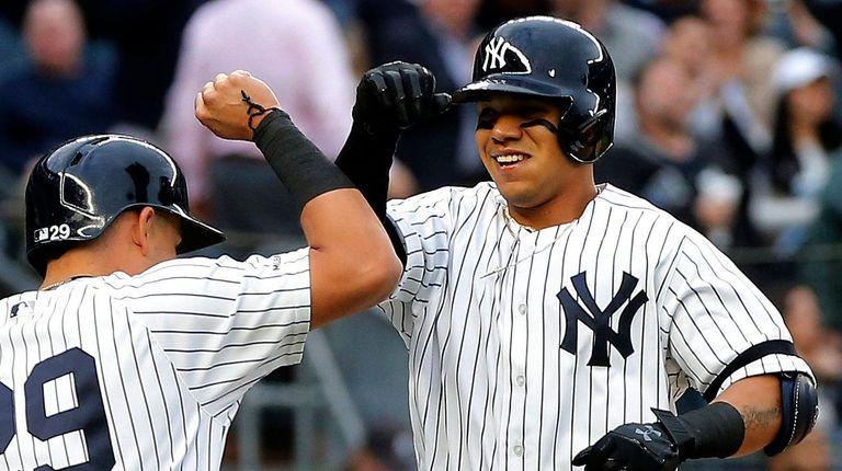 Thairo Estrada, right, of the Yankees celebrates his