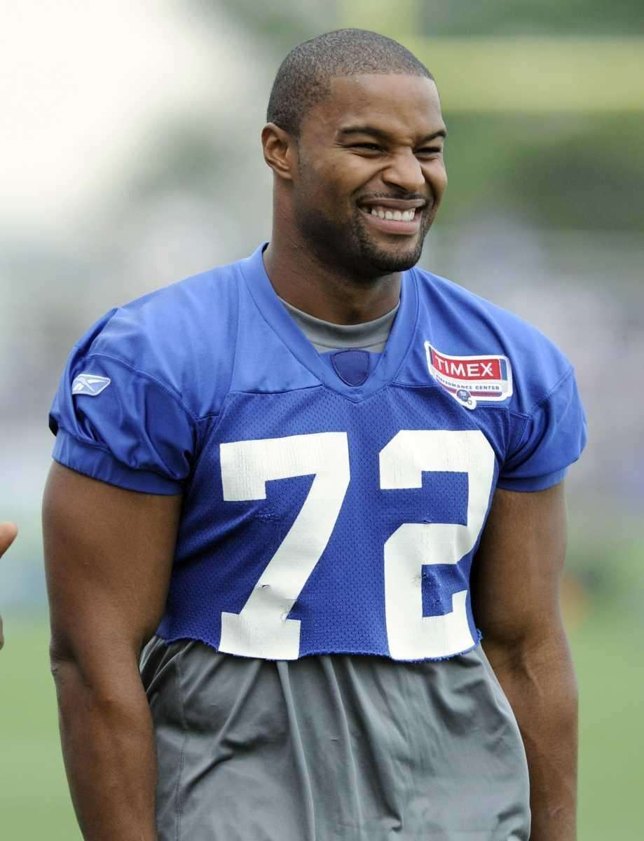 New York Giants' Osi Umenyiora watches practice during