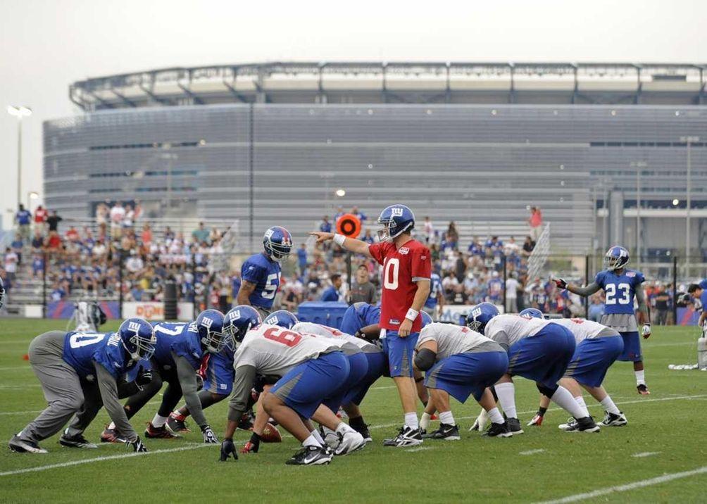 New York Giants quarterback Eli Manning, center, points