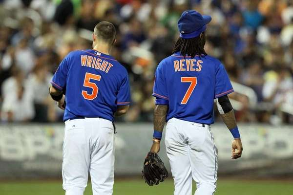 David Wright and Jose Reyes look on after