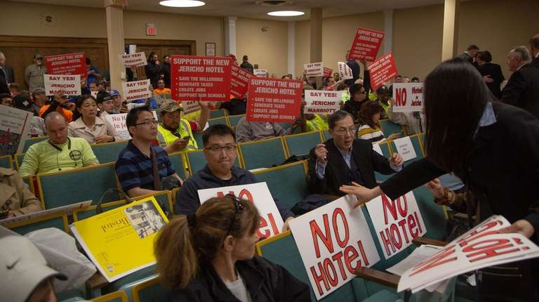 Union members and residents at the Oyster Bay