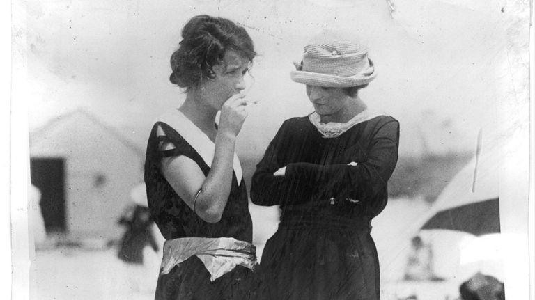 Smoking in public, a scene on the beach
