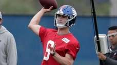 Giants quarterback Daniel Jones throws a pass during