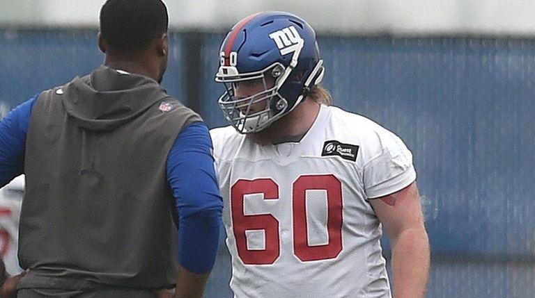 Giants quarterback Daniel Jones, right, gets ready to
