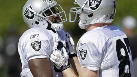 Oakland Raiders tight ends Richard Gordon, left, and