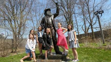 Third- and fourth-graders from Locust Valley Intermediate School