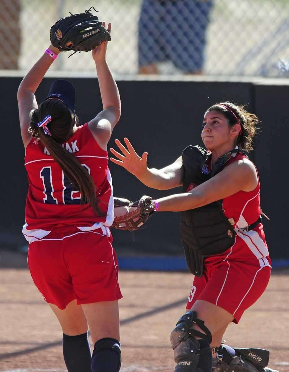 Levittown third baseman Kim Nowak makes a catch
