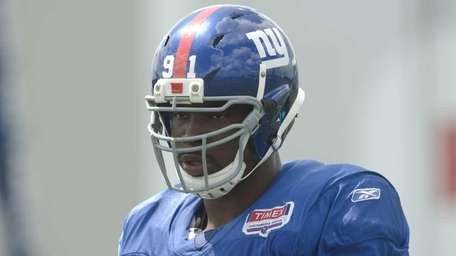 8/10/11, East Rutherford: New York Giants defensive end