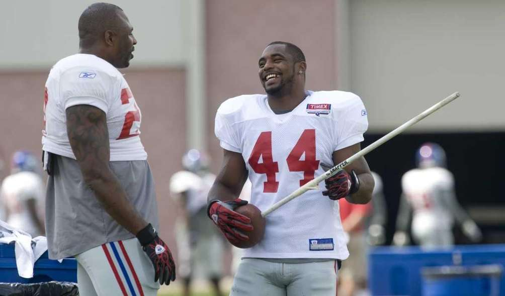 Brandon Jacobs #27 and Ahmad Bradshaw #44 share