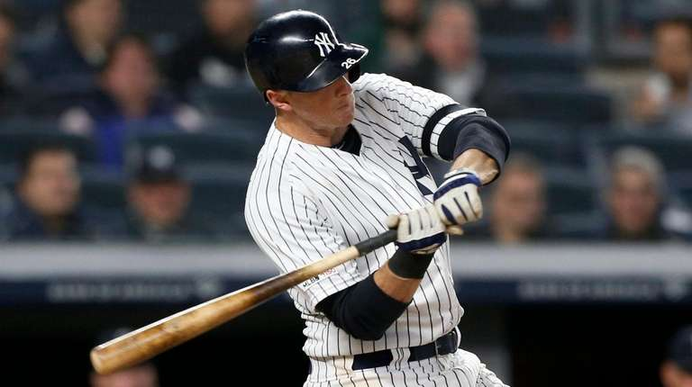 DJ LeMahieu of the Yankees connects on an