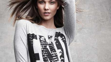 Karlie Kloss wearing official FNO tee shirt.