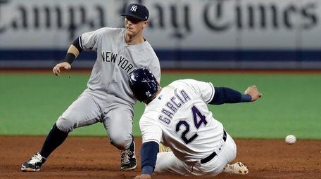 Yankees second baseman DJ LeMahieu can't field the
