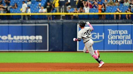 Thairo Estrada #30 of the New York Yankees