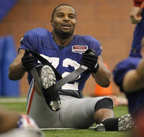 New York Giants defensive end Osi Umenyiora stretches