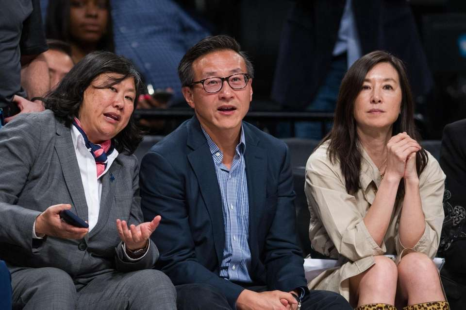 Liberty owner Joe Tsai, center, with wife Clara
