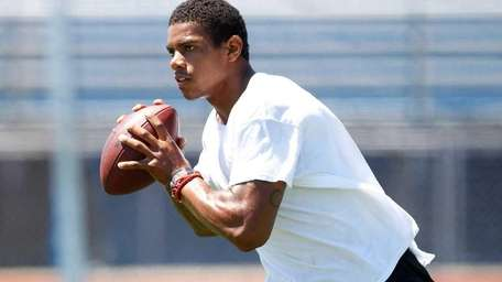 Terrelle Pryor works out at a practice