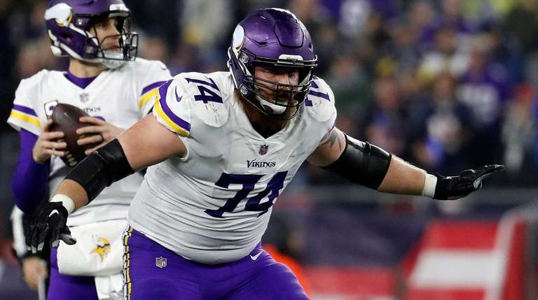 Minnesota Vikings offensive guard Mike Remmers against the