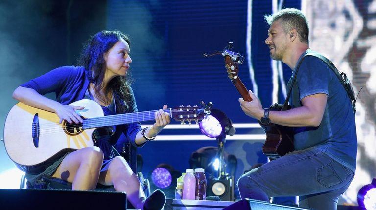 Rodrigo y Gabriela bring their instrumental