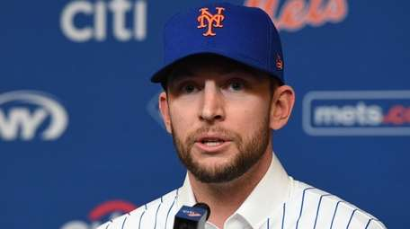 The Mets' Jed Lowrie speaks during his introductory