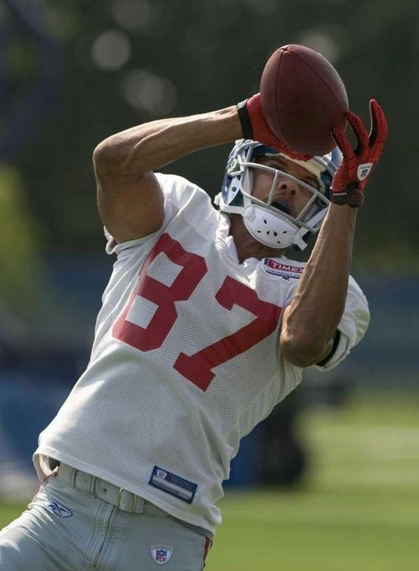 Domenik Hixon #87 catches a pass at practice