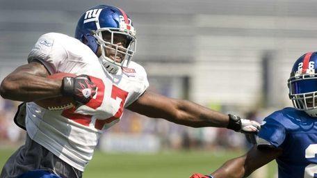 New York Giants running back Brandon Jacobs #27