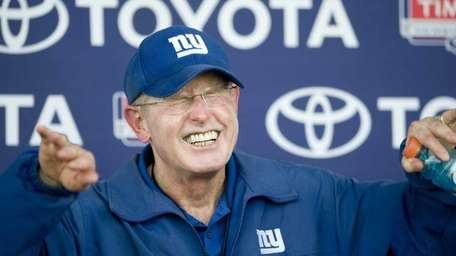 8/20/11, East Rutherford: New York Giants coach Tom