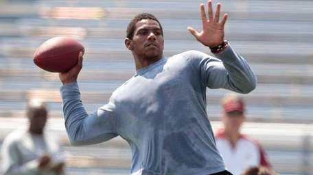 Terrelle Pryor throws during his pro day at