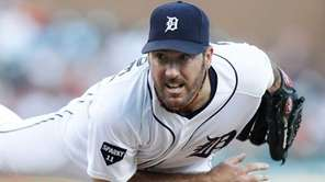 Justin Verlander #35 of the Detroit Tigers pitches