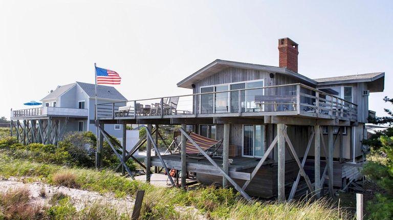 Beach homes line the shore at Davis Park